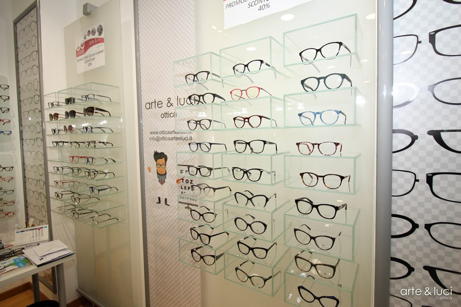 Gallerie foto   Ottica Arte   Luci, vendita online occhiali da sole ... 10b5ec6505